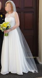 Classic wedding dress that has it all!
